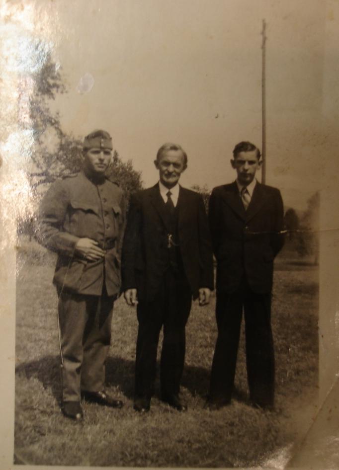 Von Links Nach Rechts: Mein Vater, Mein Grossvater, Ein Onkel Aus Zweiter  Ehe Meines Grossvaters.