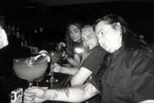Dani dans un bar