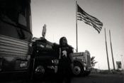 Dani devan un camion