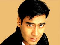 ... entre deux prises, jonglant avec les plateaux jusqu'à une heure avancée de la nuit... **************************************************Ajay Devgan - AjayDevgan_